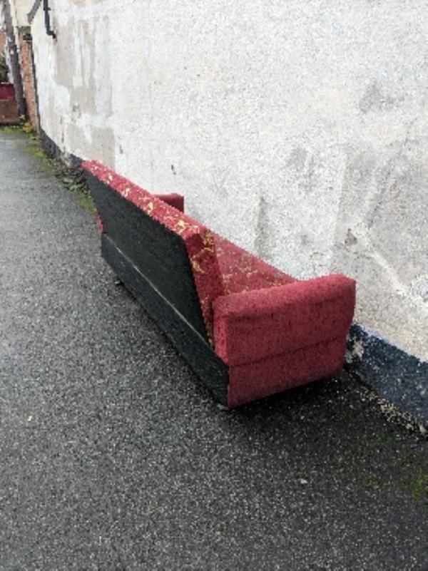 sofa on pavement-20 Amity Street, Reading, RG1 3LP