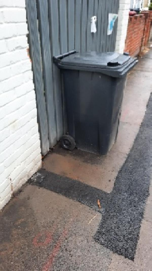 large wheelie bin has been the pavement for over a week-1b Connaught Road, Reading, RG30 2UD