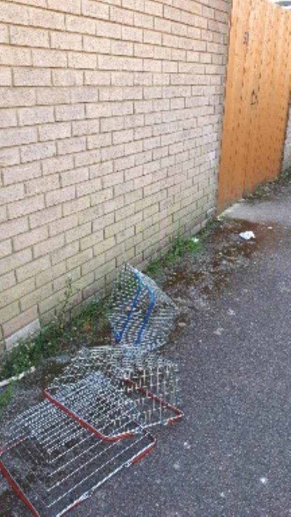 3 baskets outside 51 Aldwick close -28 Bracklesham Cl, Farnborough GU14 8LR, UK