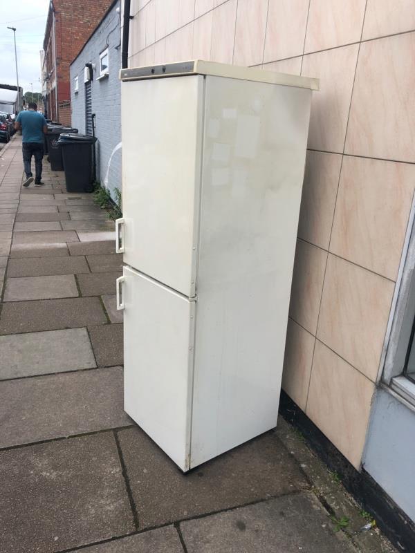 Dumped fridge -312 St Saviours Rd, Leicester LE5 4HJ, UK