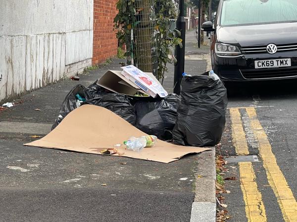 As seen in pictures -166 Kempton Rd, London E6 2NE, UK