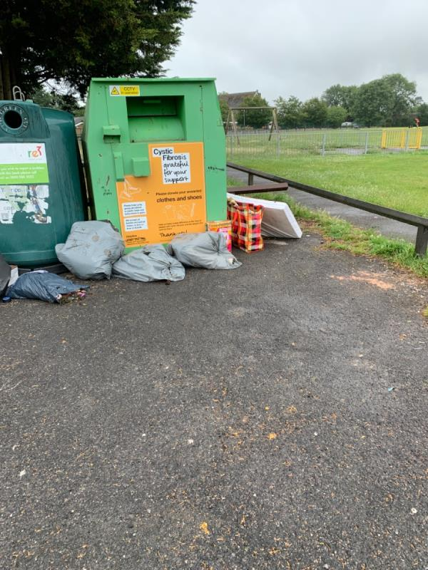 Fly tipping -9 The Meadway, Reading, RG30 4UN