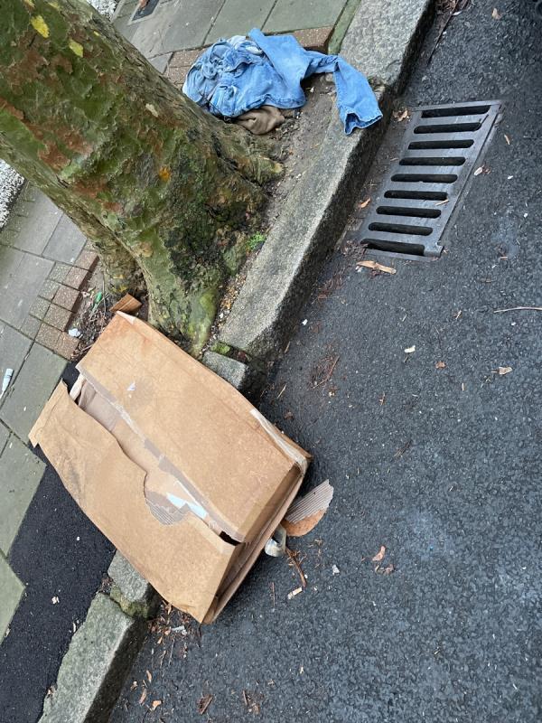 Boxes and clothes-37 Sherrard Road, Upton Park, E7 8DN