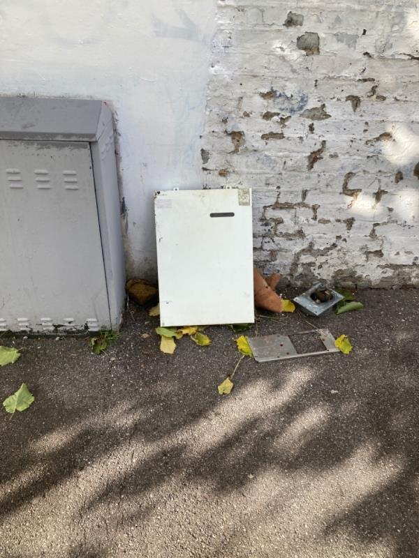 Dumped rubbish -33 Stroud Green Rd, Finsbury Park, London N4 3EF, UK