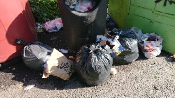 House old waste removedl fly tipping on going at this site -100 George Street, Reading, RG4 8DH