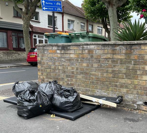 As seen in pictures -182 Kempton Road, East Ham, E6 2NE