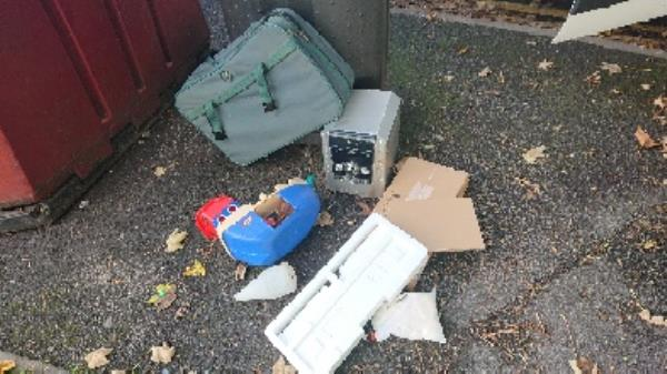 House old waste removed fly tipping on going at this site -55 Rose Kiln Lane, Reading, RG2 0SN