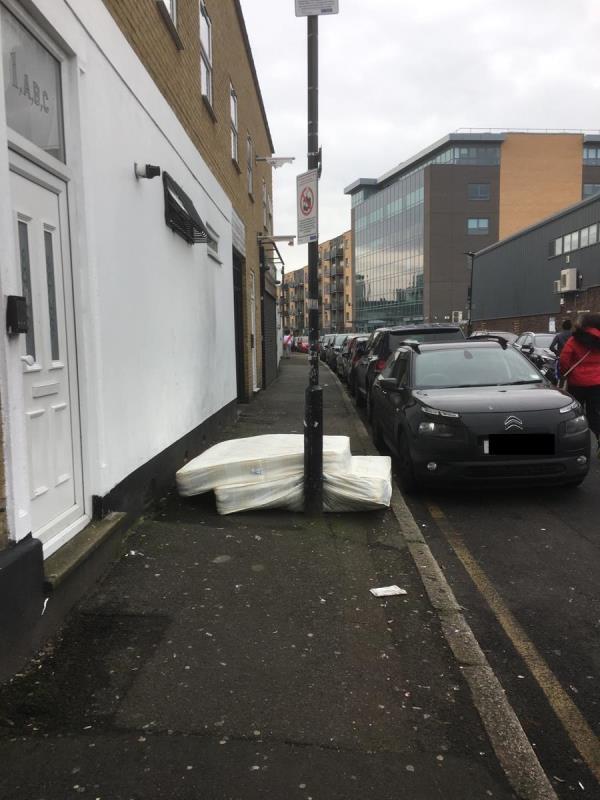 Um...-1d Grove Crescent Road, London, E15 1NS