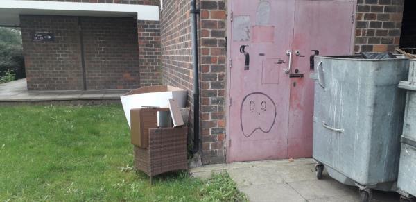 grove street  boxes,  bedside -3 Hockett Close, London, SE8 3PX