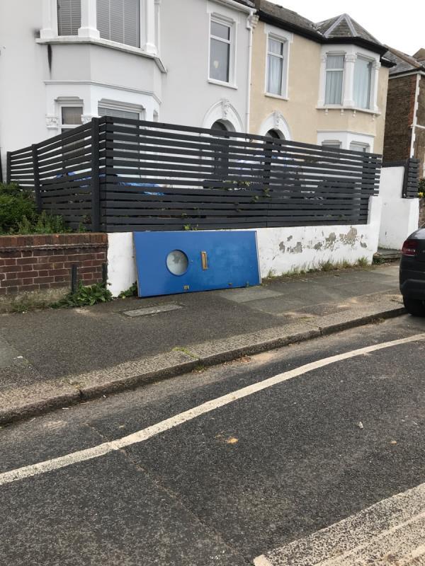 Mobile 9 job outside no.53 Hafton Road -51 Hafton Road, London, SE6 1LW