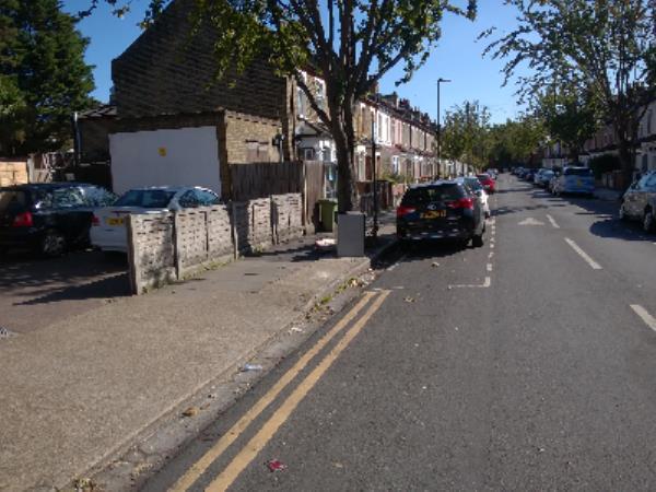 fridge-65 Abbots Road, London, E6 1LE