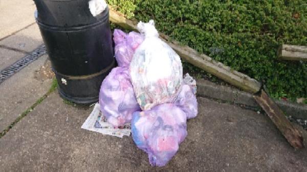 House old waste removedl fly tipping -Brunel Retail Park, Basingstoke Rd, Reading RG2 0HB, UK