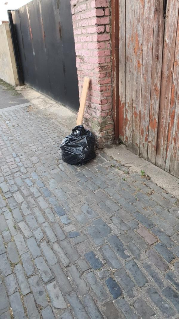 bag, wood RICHMOND ROAD -48 Windsor Road, London, E7 0QY