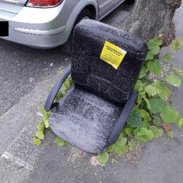 1 chair-113 First Avenue, London, E12 6AL