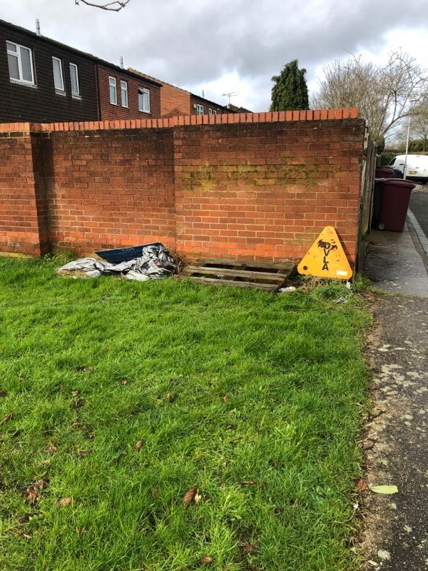 Rubbish-8 Usk Road, Reading, RG30 4HG