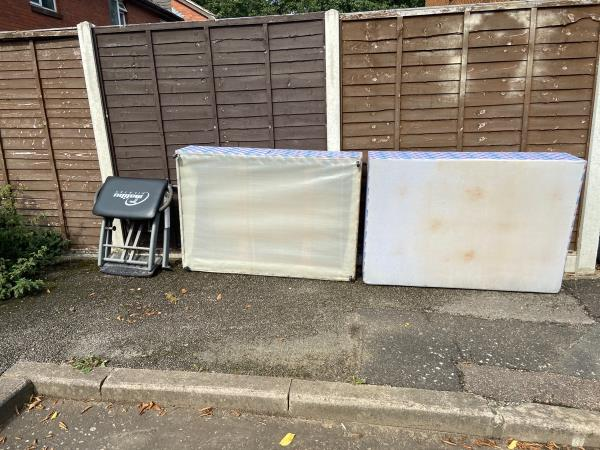 Bed and gym equipment -26 Canterbury Cl, London E6 5QU, UK