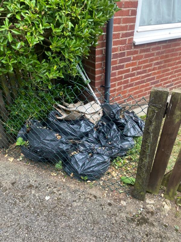 Bag of dont know what-34 Westerham Walk, Reading, RG2 0BB