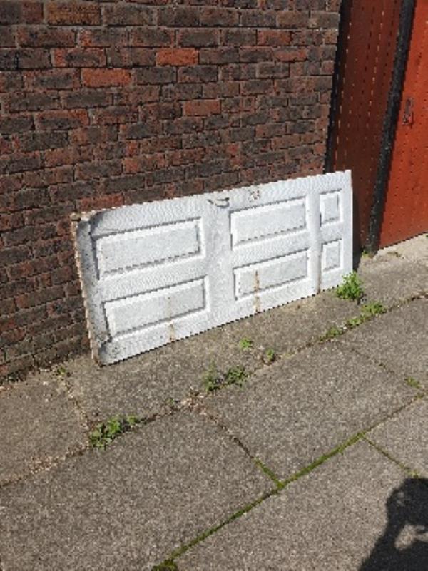door behind 41 bracklesham-33 Bracklesham Close, Farnborough, GU14 8LP
