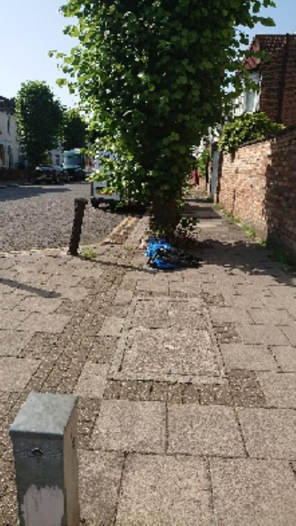 dumped-5 Perth Road, London, N22 5PX