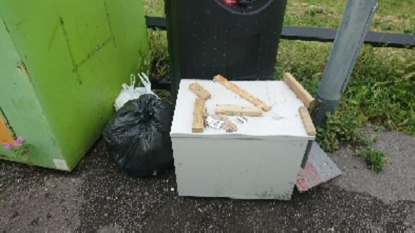 House old waste removed fly tipping on going at this site -29 Oxford Road, Reading, RG30 1EN