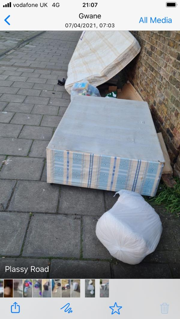 Bedbase / household items PLASSEY RD JUNCTION SANGLEY-21b Sangley Road, London, SE6 2HP