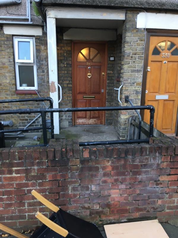 5 bits of furniture -340 Lonsdale Avenue, London, E6 3PN