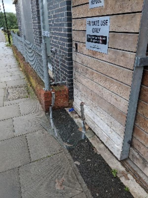 fly tipping outside of Washington House on Southwold road, e59pb-65 Southwold Rd, Clapton, London E5 9PH, UK