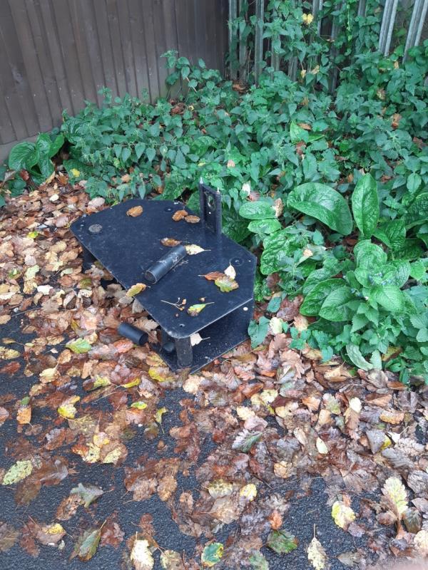 Abandoned furniture-70 Swainstone Road, Reading, RG2 0DX