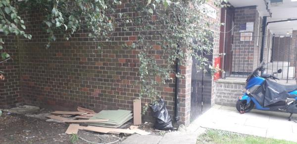 kempthorne road  laminated flooring,  underlay,  tiles -79 Carteret Way, London SE8 3QE, UK