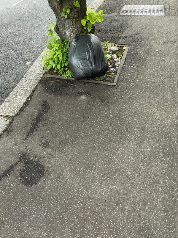 Rubbish -84 Kensington Avenue, Manor Park, E12 6NP