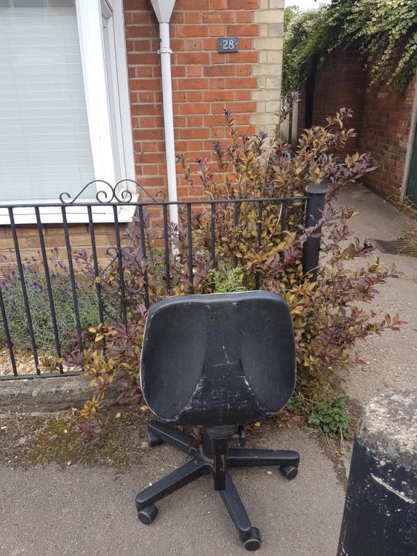 Abandoned office chair -41 North Street, Reading, RG4 8JA