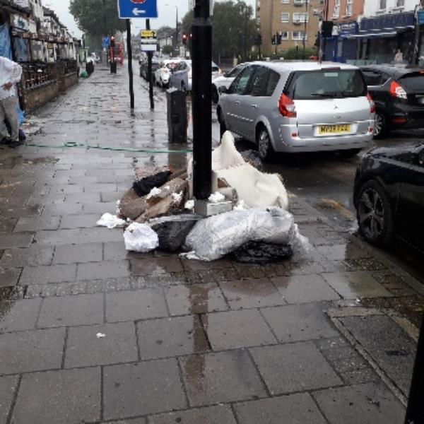 6 x black bags ans carper, no evidencw, oiuraide 455 romford Road E7-442a Romford Road, Upton Park, E7 8AB