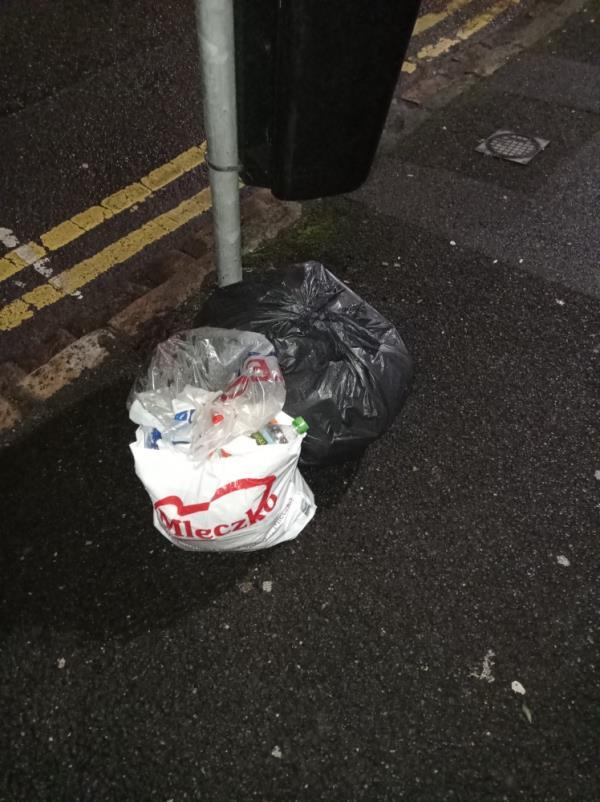 Rubbish around bin-36a Russell Street, Reading, RG1 7XH