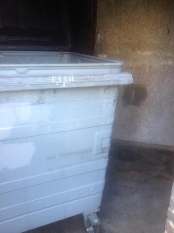Wash down bin stores-38 Granville Road, Reading, RG30 3QA