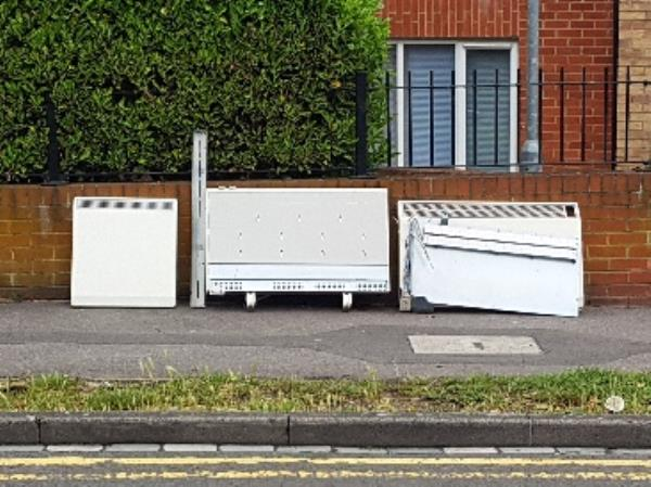 Flytipped heaters-59 Craig Ave, Reading RG30 2PJ, UK