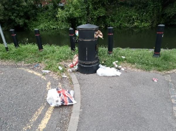 Full bin and litter around - atm-57 Lower Brook Street, Reading, RG1 6BU