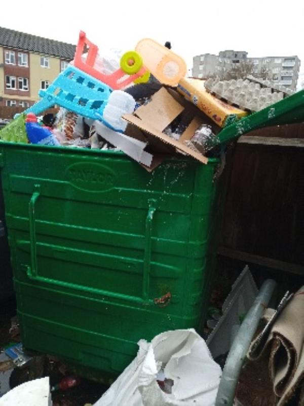 contaminated recycling 12- 20 Florian gardens-20 Florian Gardens, Reading RG30 3QG, UK