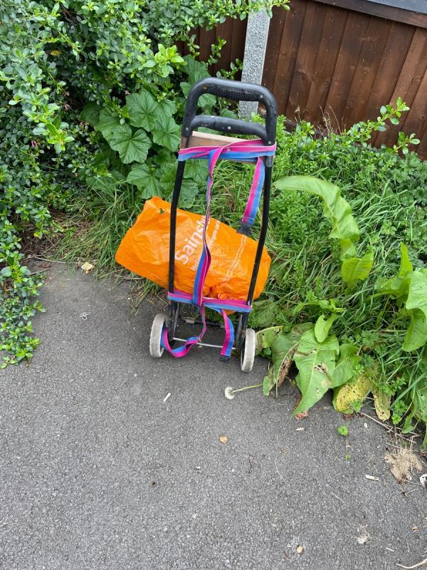 Rubbish -12 Barry Rd, London E6 5TA, UK