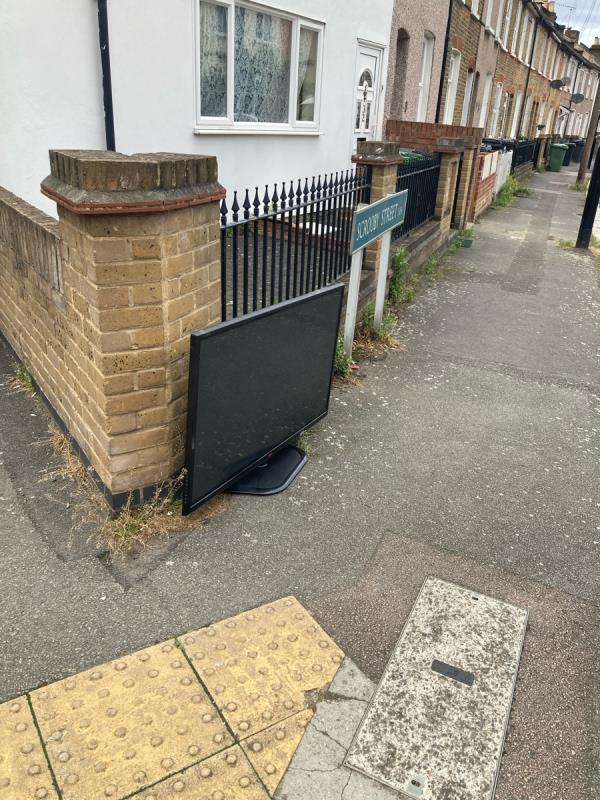 TV left here, many thanks in advance to the Lewisham clean streets team!-32 Scrooby Street, London, SE6 4JB