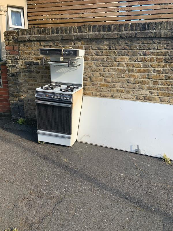 Cooker and door -2b Trevelyan Road, London, E15 1SU