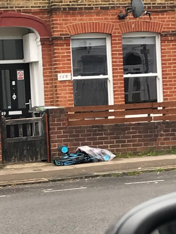 Mobile 9 job outside no.147 Springbank Road -147 Springbank Road, London, SE13 6ST