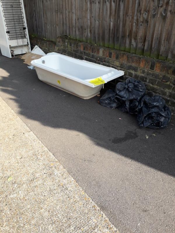 fridge, bath, bags -19a Grangewood Street, East Ham, E6 1EX
