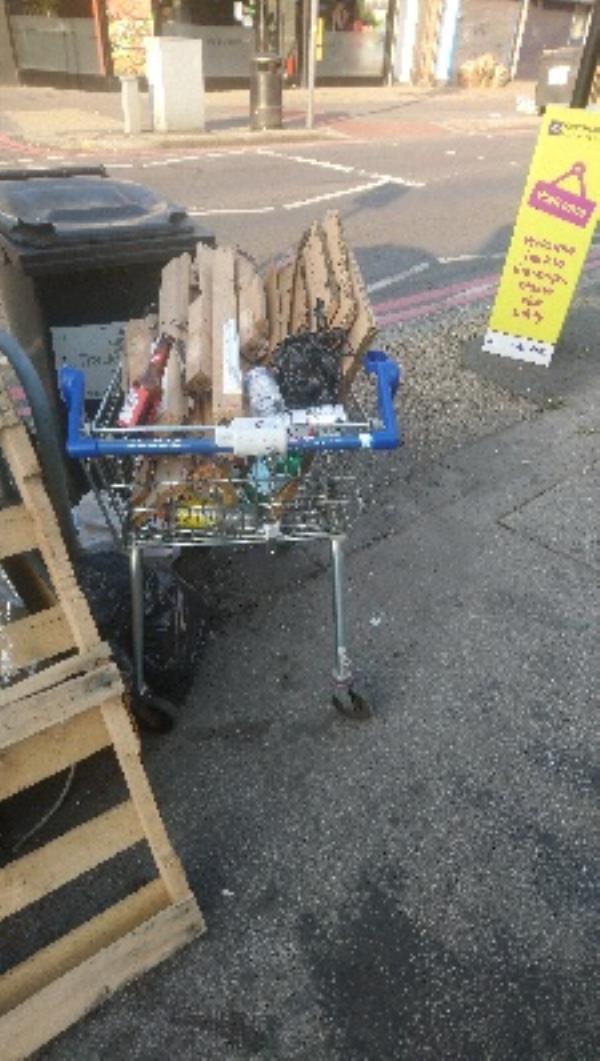 Tesco trolley full of rubbish -381 Oxford Road, Reading, RG30 1AD