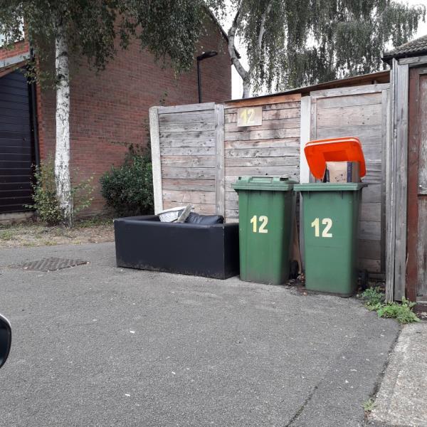 1 sofa-1 Fleetwood Cl, London E16 3SN, UK