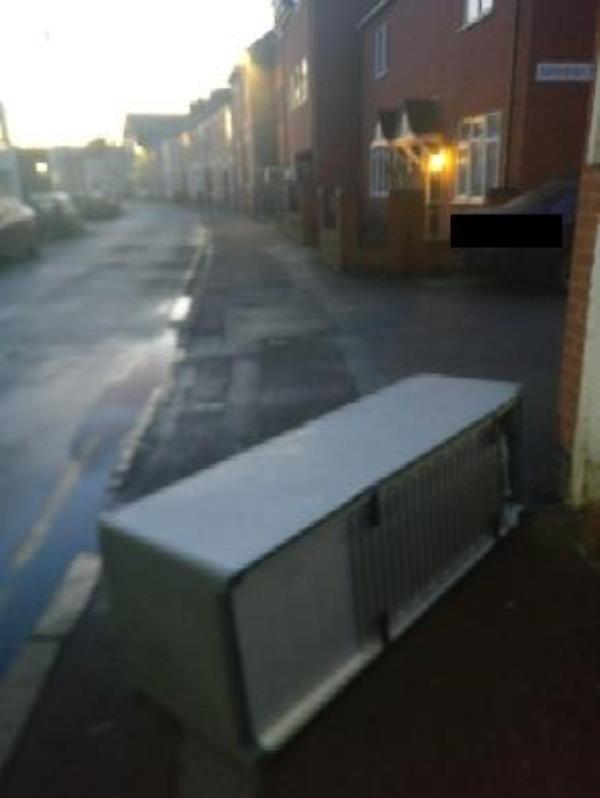 fly tip-85 Cavendish Rd, Leicester LE2 7PL, UK