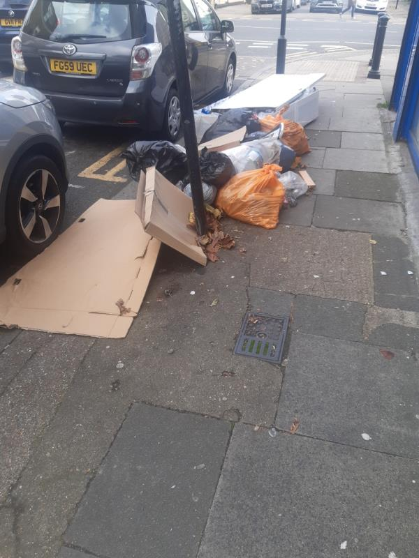 Fly tipping -1 Chaucer Rd, London E7 9LZ, UK