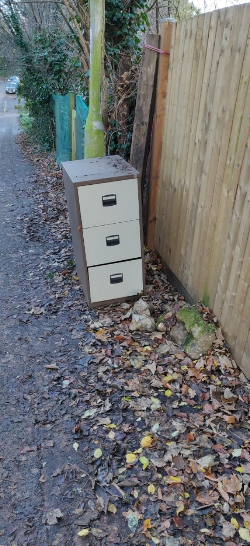 Cabinet left on pavement -148 Kentwood Hill, Tilehurst, Reading RG31 6DL, UK
