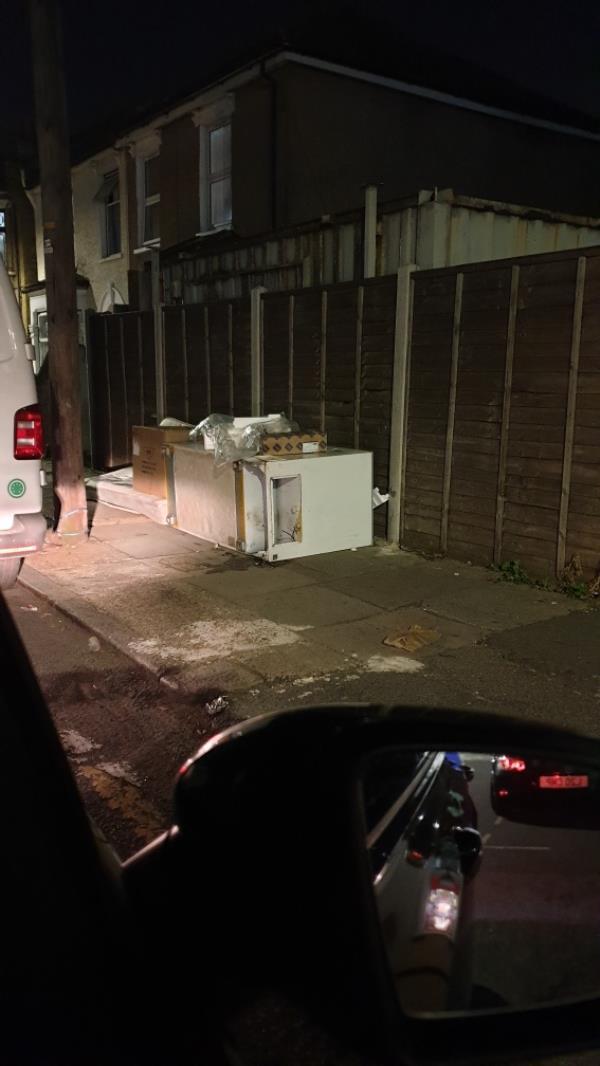 rubbish -26a Station Road, Manor Park, E12 6BN
