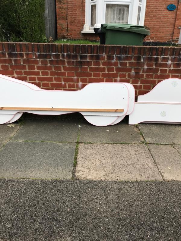 South mobile job outside no.125 Broadfield Road -119 Broadfield Road, London, SE6 1TJ