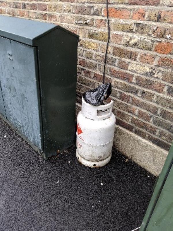 stork road. gas cannister left-41 Old School Cres, Forest Gate, London E7 9HQ, UK
